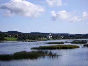 Nah an Schwedens geografischen Mittelpunkt in Medelpad, weitet sich der Ljungan zum Torpsjön. Foto: Backstr/ commons.wikimedia.org/ (CC BY-SA 3.0)