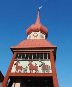 Der Glockenturm im Jamtli-Historienpark. Foto: TorsteinJ, commons.wikimedia.org (CC BY-SA 2.5)