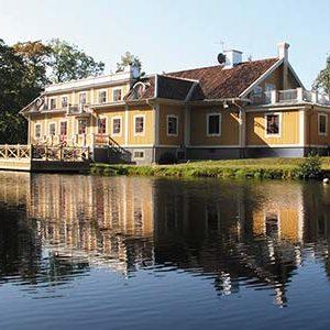 Stolze Herrenhäuser, wohin man auch blickt! Foto: Dufweholms herrgård.