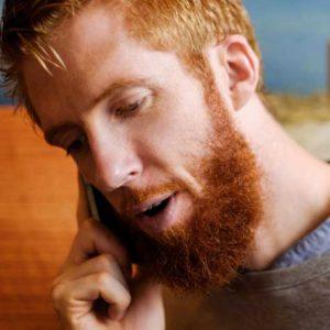 Mit dem Telefon in der Hand am Ohr - kann man künftig nicht mehr fahren. Foto.Simon Paulin/ imagebank.sweden.se