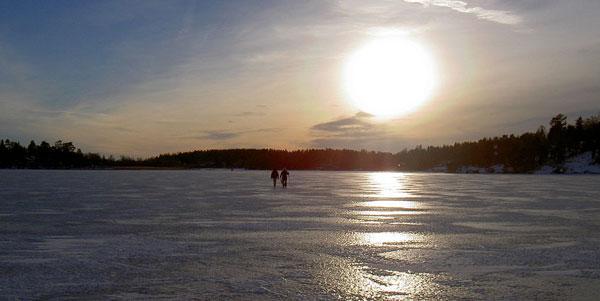 Mit seinen vielen Buchten gefriert der Mälaren im Winter zu Eis. Foto: Gunnar Hede - Eget arbete. Licensierad under Public Domain via Wikimedia Commons.