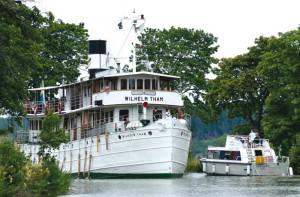 Kanal-Idylle auf historischen Passagierschiffen. Foto: Göran Billeson.