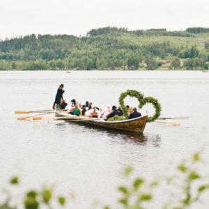 Per Boot zu den Mittsommerfeiern. Foto: Erik Wahlström/Folio/ imagebank.sweden.se