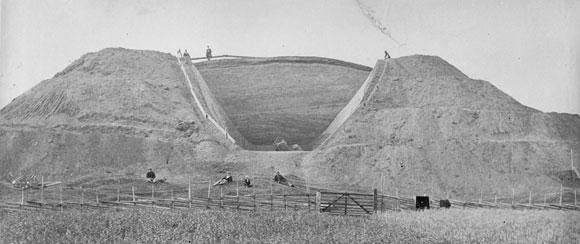 Ausgrabungen an den Hügelgräbern von Gamla Uppsala.