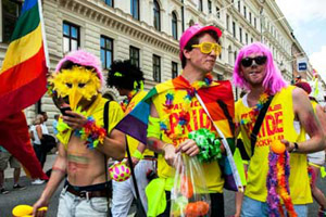 Am 1. August 2015 färbt die Pride-Parade Stockholm bunt.