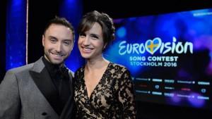 Die Gastgeber des diesjährigen ESC-Spektakels: Måns Zelmerlöw und Petra Mede. Foto: Jessica Gow / TT