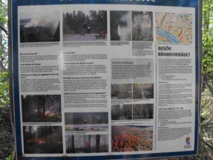 Hinweisschild auf den Waldbrand von 2006