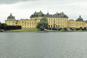 Schloss Drottningholm vom Boot aus gesehen