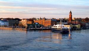 Bild över Helsingborgs inlopp taget från en färja på sundet