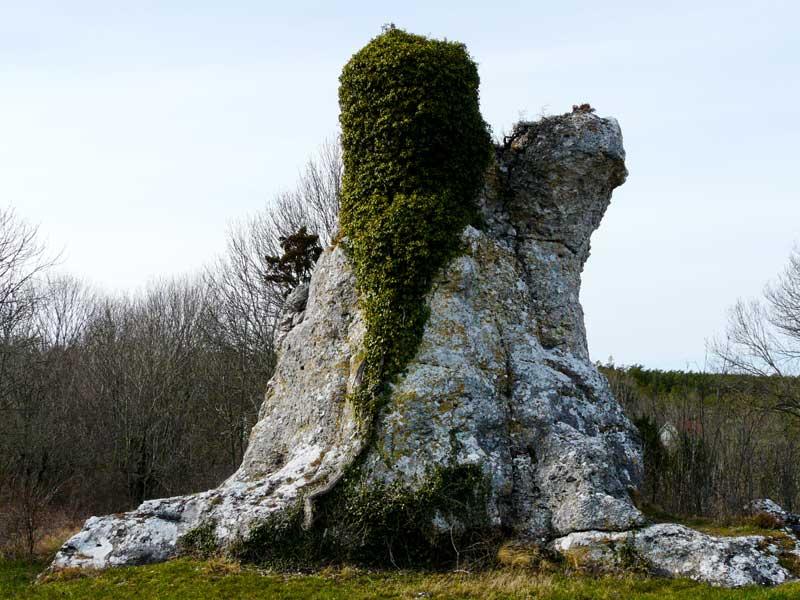 """Die magisch anmutenden Raukesteine haben Gotland den Namen """"Insel der Götter"""" eingebracht."""