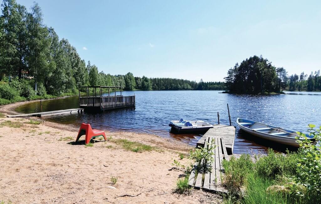 Schweden Ferienhaus Ambjoernarp Schwedenstube See vor der Tuer