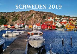Der Schwedenkalender zeigt ein Schiff im Hafen auf der Front