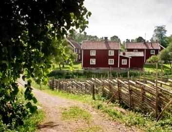 Ferienhaus auf dem Land, so wohnt man, rotes Dach, Holzwände, wunderschöne Landschaften
