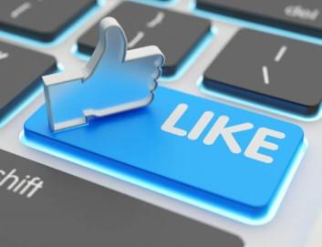 """Tastatur mit einer Taste deren Aufschrift """"Like"""" lautet. Dazu ein Daumen hoch Symbol.."""