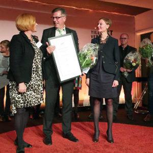 Kjell Åke Hansson, Geschäftsführer von Astrid Lindgrens Näs, nimmt den Stora Turismpriset entgegen (Foto: Astrid Lindgrens Näs).