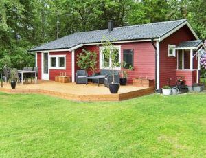 Haus am See im Norden