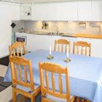 Ferienhaus Ambjoerby Esszimmer mit Tisch für 6 Personen
