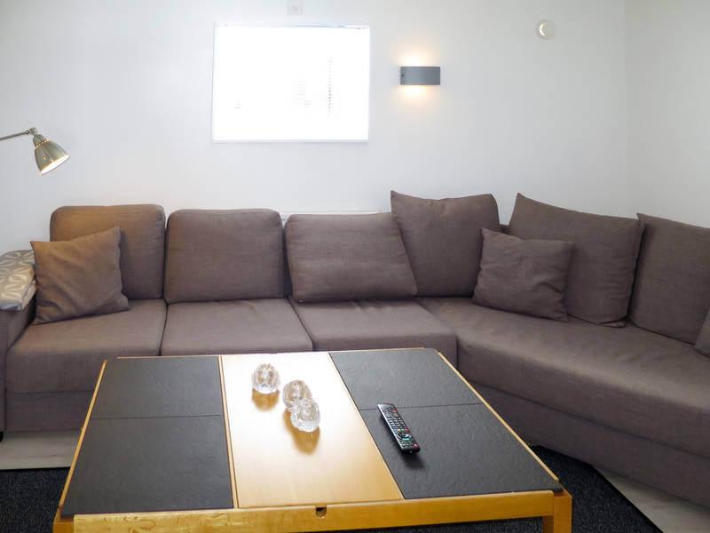 Ferienhaus Ambjoerby Wohnzimmer mit Eckcouch