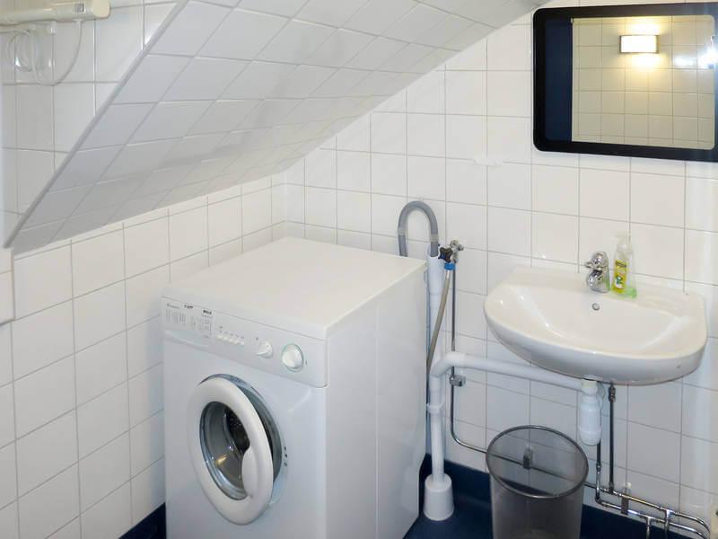 Ferienhaus Ambjoerby Waschmaschine im Bad