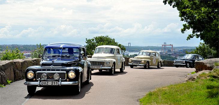 Volvo-Konvoi auf Zeitreise mit Time Travel Sightseeing Göteborg. Foto: http://www.timetravelgbg.se/