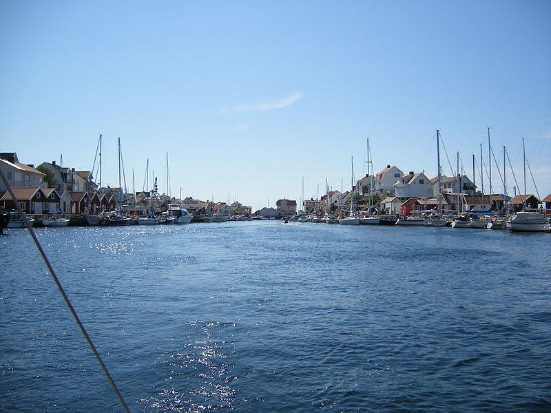 Im Hafen der Insel Åstol. Foto: http://commons.wikimedia.org/