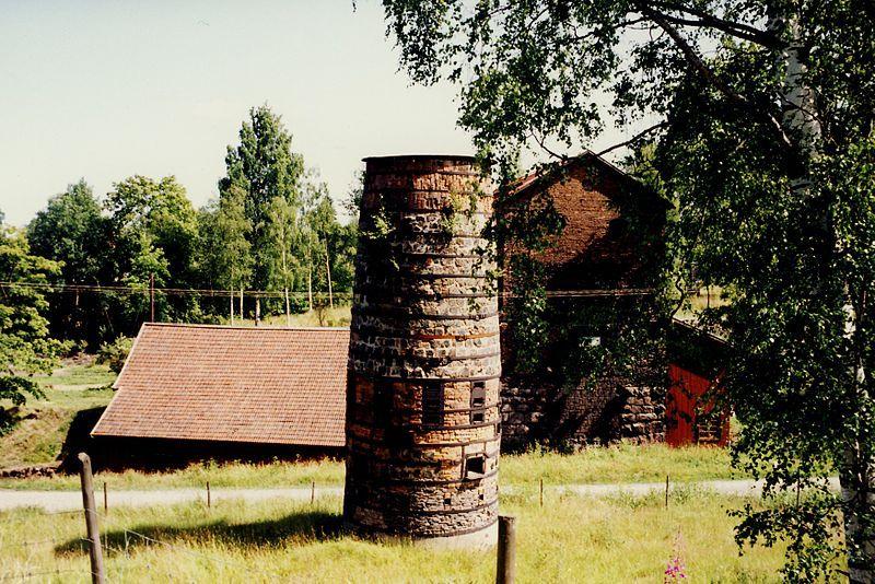 Im mittelschwedischen Bergbaurevier Bergslagen: Flatenbergs hytta bei Smedjebacken im südlichen Dalarna. Foto: Holger Ellgaard /commons.wikimedia.org (CC BY-SA 3.0)