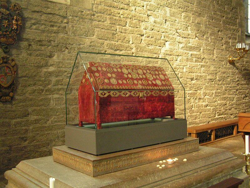 Ziel einer Pilgerreise: Der Reliquienschrein der Heiligen Birgitta in der Klosterkirche Vadstena. Foto: Mikael Lindmark /commons.wikimedia.org  (CC BY-SA 2.5)