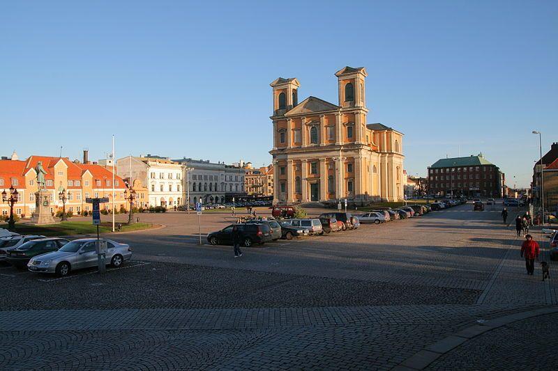Blick über den Stortorget auf die Fredrikskyrkan. Foto: Magnus Bäck /commons.wikimedia.org/