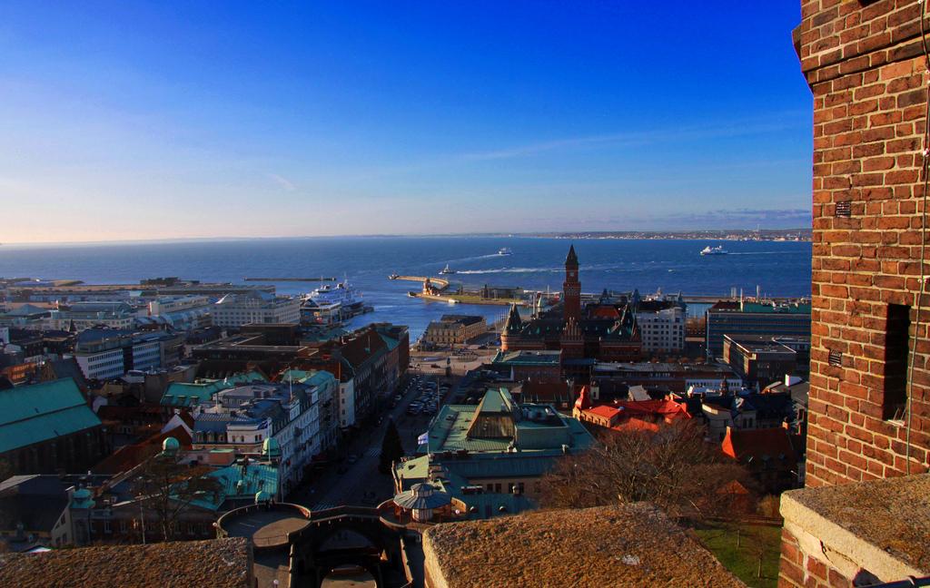 Aussicht vom Kärnan über Helsingborg, den Öresund bis Helsingør. Foto: Giåm (Guillaume Baviere) /flickr.com (CC BY 2.0)