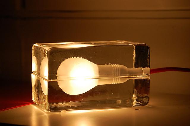 Block Lamp by Harri Koskinen, im Sortiment von Design House Stockholm. Foto: JForth (Jonas Forth) /flickr.com (CC BY-ND 2.0)