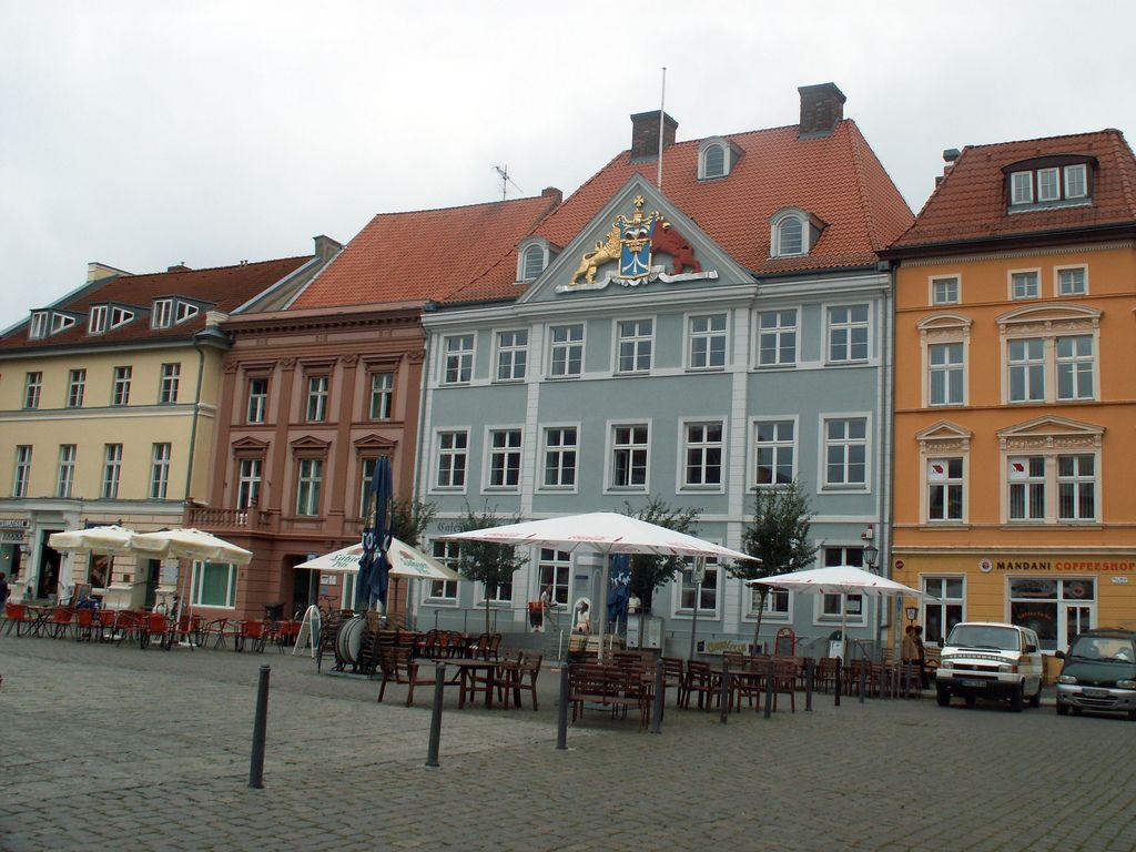 Commandantenhus mit dem schwedisch-pommerschen Wappen am Markt in Stralsund. Foto: froutes (Michael Mertens) / flickr.com (CC BY-SA 2.0)