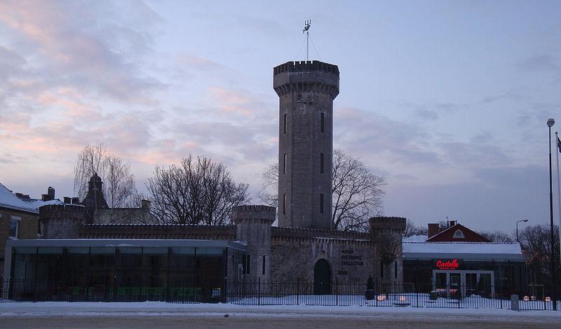 Früher Wasserreservoir, heute Kunstmuseum: Der Vattenborgen am Hauptplatz von Karlskrona. Foto: LittleGun /commons.wikimedia.org/