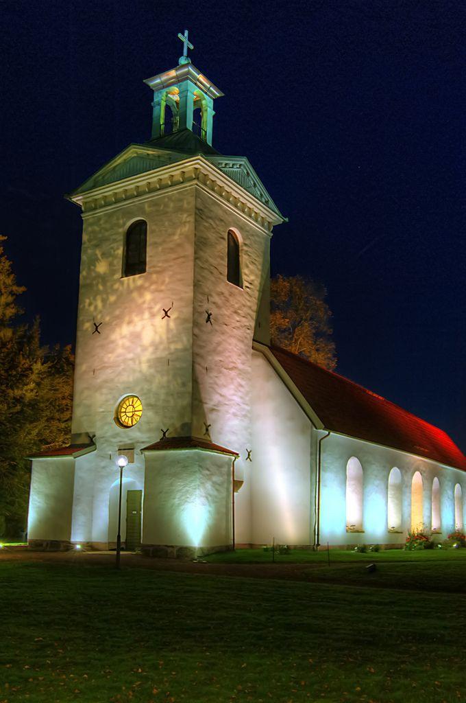 """Landskyrkan, """"Lights in Alingsås"""" 2011. Foto: Göran (Kartläsarn) /flickr.com (CC BY 2.0)"""