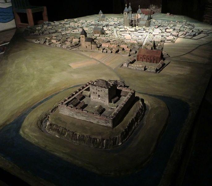 Eine der ältesten Städte Schwedens: Skara. Das Modell im Västergötlands Museum zeigt die Stadt im 13. Jhd. Foto: Dagjoh /commons.wikimedia.org/ (CC BY 3.0)