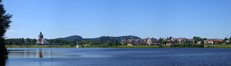 Blick auf Bollnäs mit der sehenswerten Kirche. Foto: Kallewangstedt /commons.wikimedia.org/ (CC BY-SA 3.0)