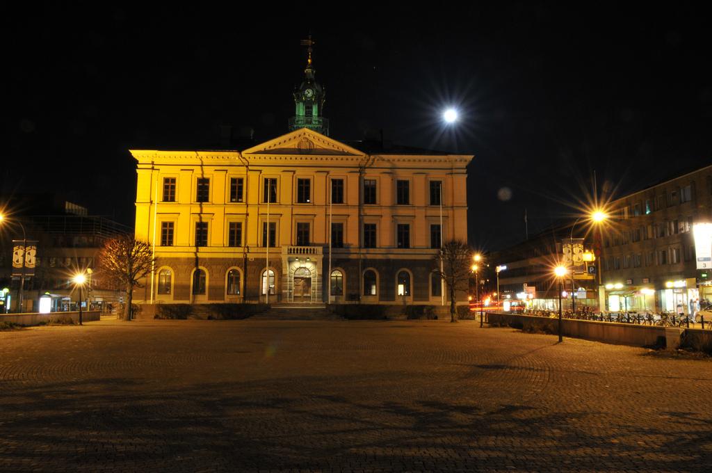 Gävle bei Nacht: Das alte Rathaus. Foto: Henrik Lorenz (HLorenz) /flickr.com (CC BY 2.0)