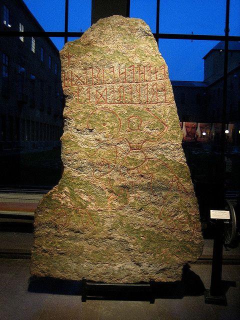 Runenstein im Historischen Museum Stockholm. Foto: mararie /flickr.com (CC BY-SA 2.0)