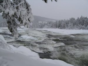 storforsen-im-winter-lappland
