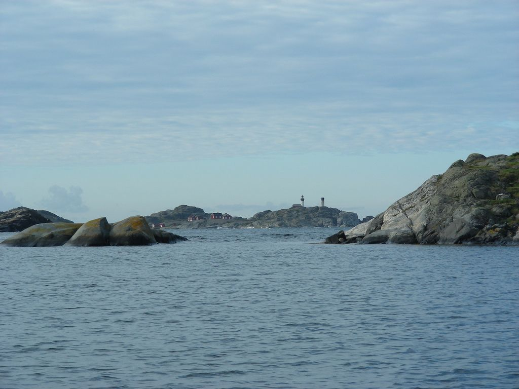 Insel Ursholmen mit Leuchtturm im Nationalpark Kosterhavet. Foto: Geological Survey of Sweden SGU /flickr.com (CC BY 2.0)