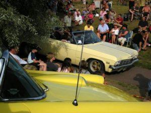 Volksfest um die Oldtimer der Classic Car Week. Foto aus Wikipedia. Fotograf: Edaen
