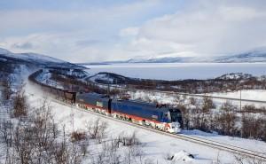 Die Erzbahn am Torneträsk.  Aus Wikipedia. Fotograf: David Gubler
