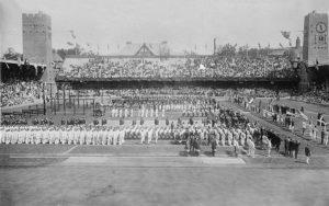 Eröffnungsfeier 1912 im Stockholmer Stadion. Bild aus Wikipedia
